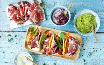 Piccole tortillas farcite con verdure saltate in padella e Coppa di Parma IGP