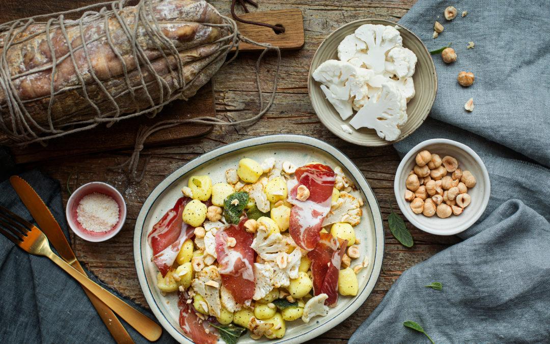 Gnocchi di patate al cavolfiore, Coppa di Parma e nocciole