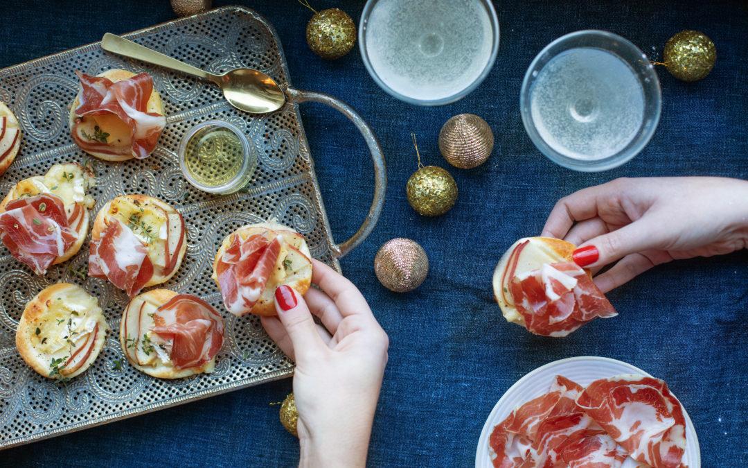 Sfogliatine con brie, pere, Coppa di Parma e miele