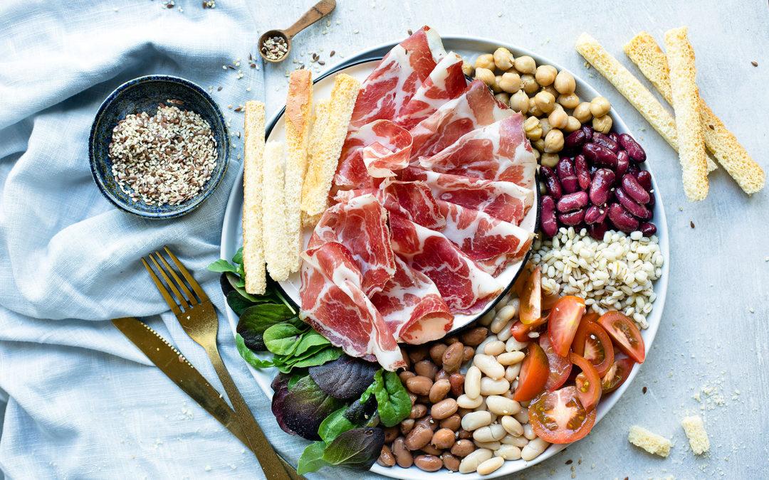 Insalata fredda di orzo, legumi, misticanza e Coppa di Parma IGP