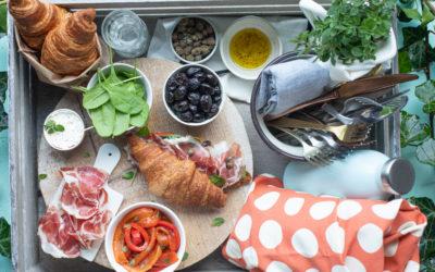 Croissant salati farciti di Coppa di Parma, formaggio di capra con capperi e olive nere, peperoni e spinacini